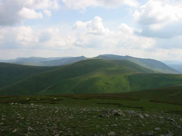 Looking south to Stybarrow Dodd with the Helvellyn Ridge behind from Great Dodd