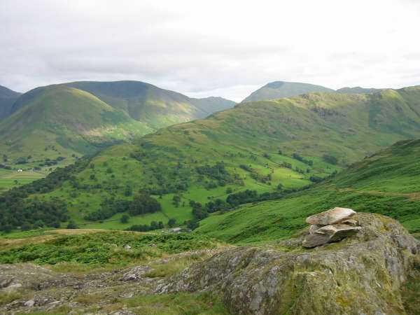 Arnison Crag summit, looking towards Hartsop Dodd, Caudale Moor, Red Screes and the long Hartsop Above How ridge