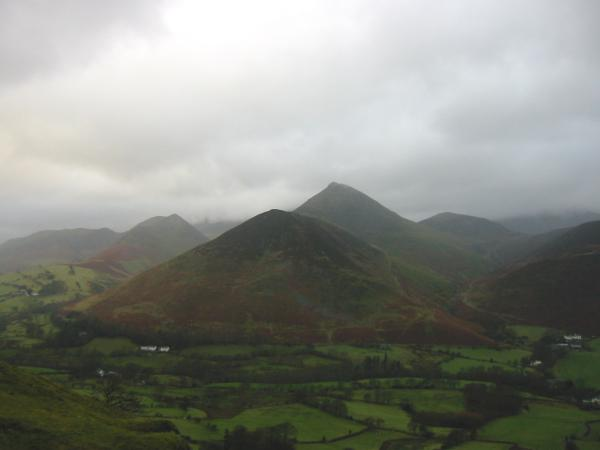 Rowling End and Causey Pike from Catbells north ridge, with Ard Crags on the left and Outerside on the right