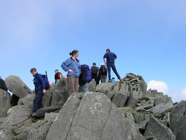 A crowded Bowfell summit