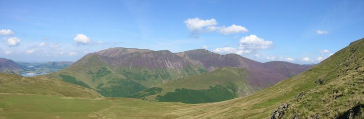 Grasmoor, Wandope, Eel Crag, Sail and Scar Crags from the ascent of Robinson