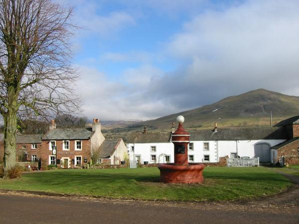 The fountain in the village of Dufton with Dufton Pike behind
