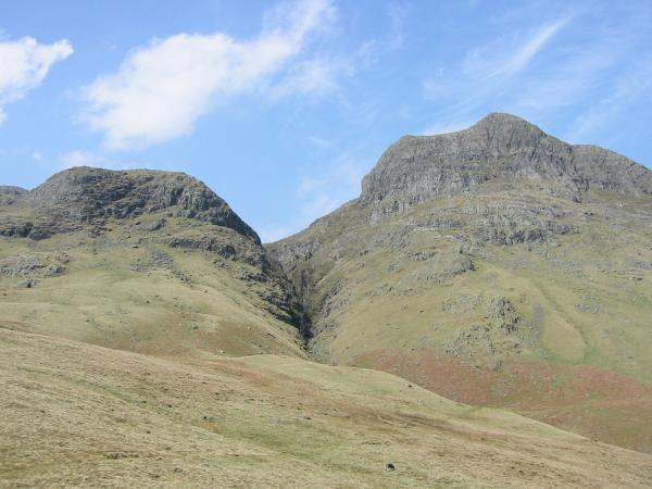 Thorn Crag and Harrison Stickle seperated by Dungeon Ghyll from the descent