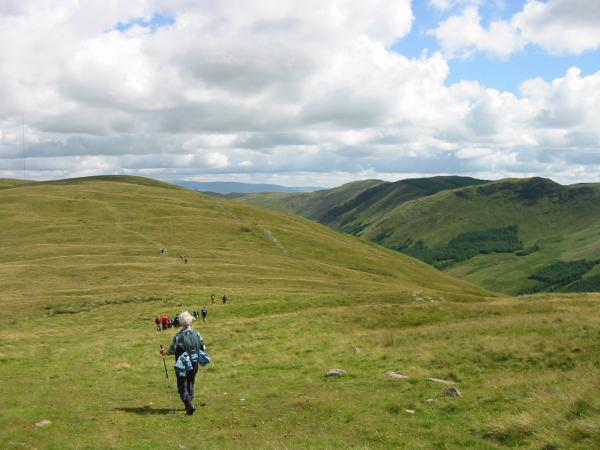 Heading along the Whinash ridge with the Whinfell ridge on the right
