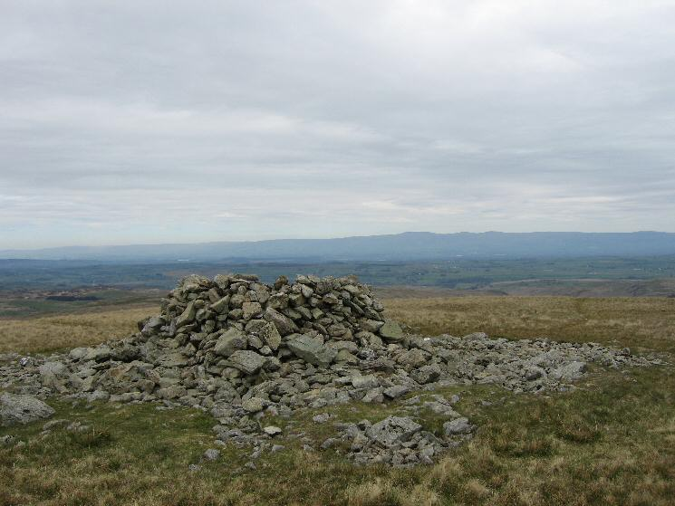 Selside Pike's summit cairn/shelter