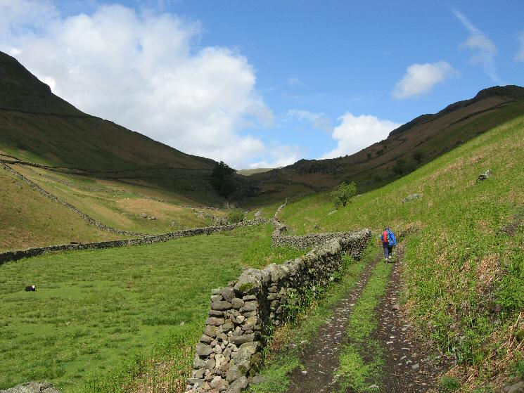 Starting up the Greenburn valley