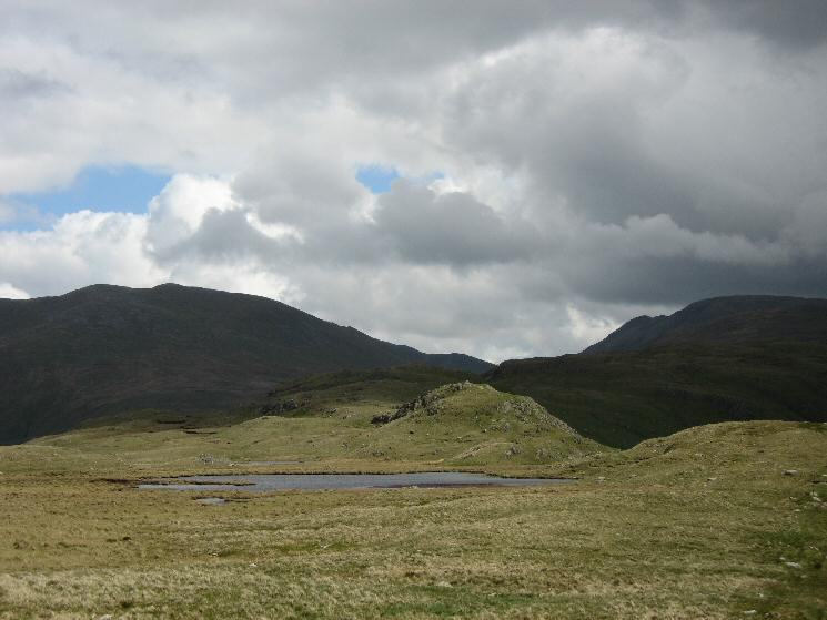 Dollywaggon Pike on the left and Cofa Pike / Fairfield on the right as we head for Steel Fell