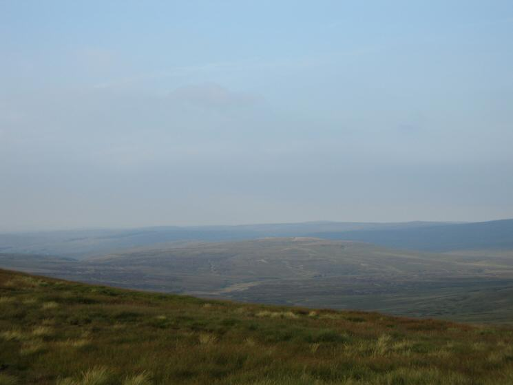 Looking north east to Round Hill from Great Dun Fell