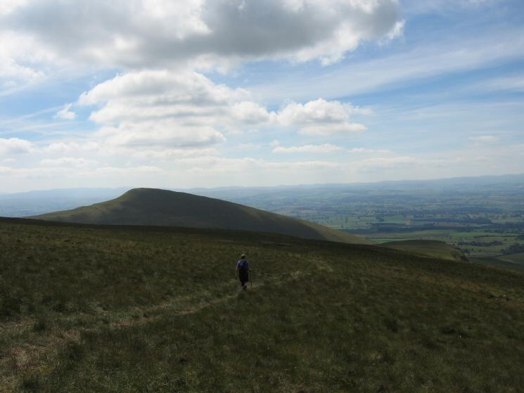 Descending Middle Tongue with Murton Pike on the left