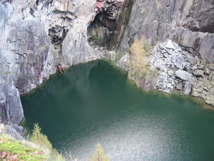 The big hole, Hodge Close