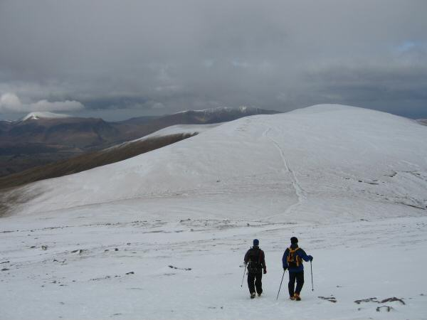 Walkers descending to Sticks Pass