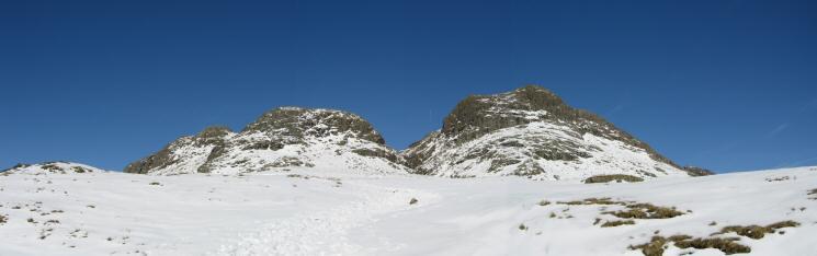 Loft Crag behind (left) Thorn Crag and Harrison Stickle