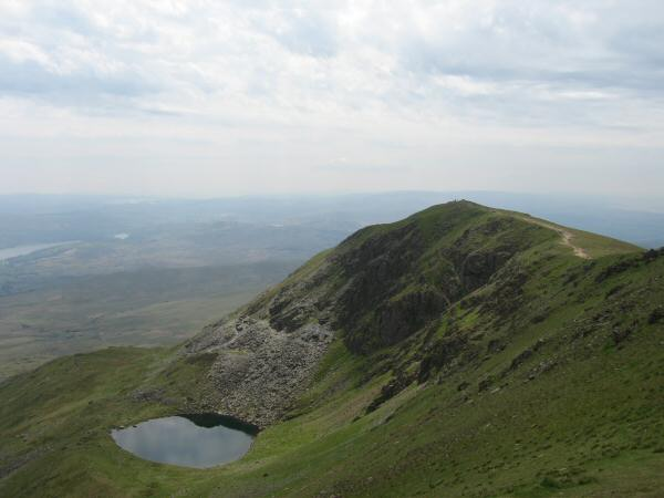 Blind Tarn and Brown Pike from the path up Buck Pike