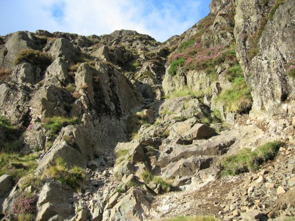 The route goes up the gully with some easy scrambling required