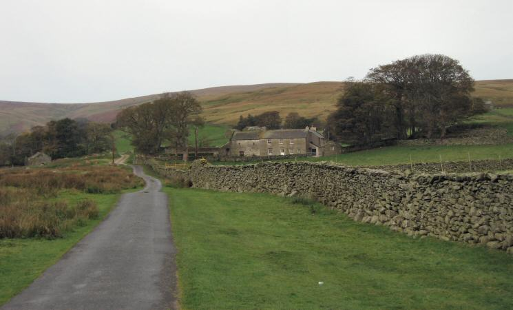 Moorahill Farm with The Pen leading to Loadpot Hill directly behind