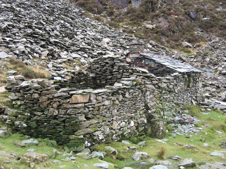 Warnscale Head bothy, below Green Crag