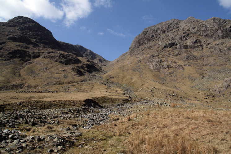 Little Narrowcove with Scafell Pike on the left and Ill Crag on the right