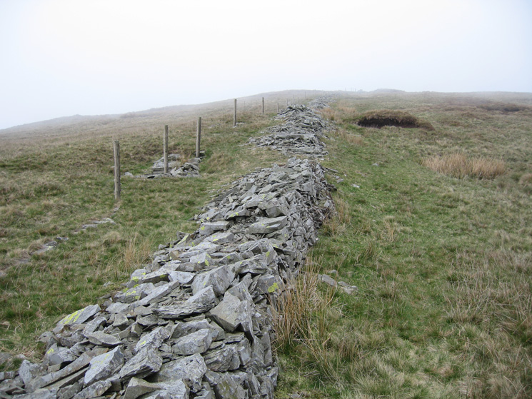 Old wall on the Ancrow Brow section of the round