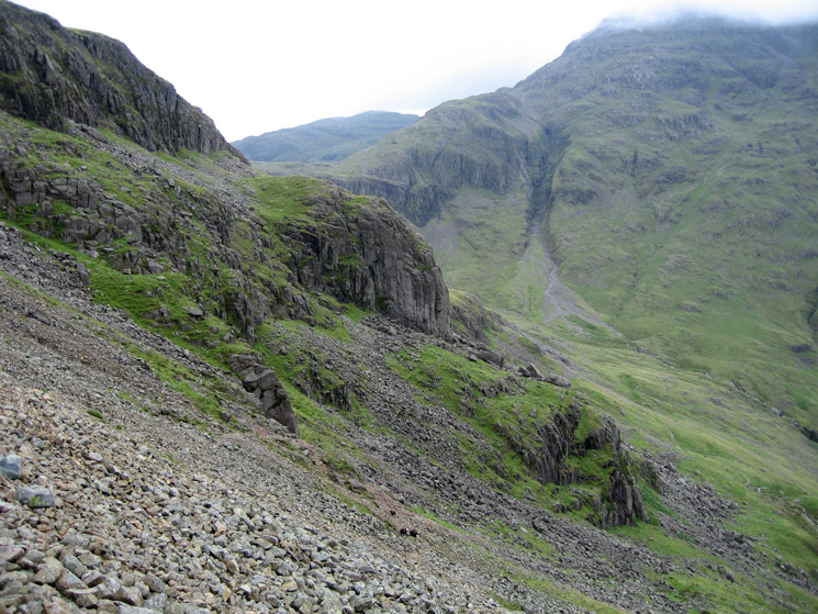 Looking ahead to Kern Knotts with Skew Gill, Great End beyond