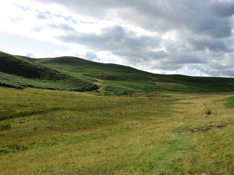 The valley between Little Birkhouse Hill and Pinnacle Howe