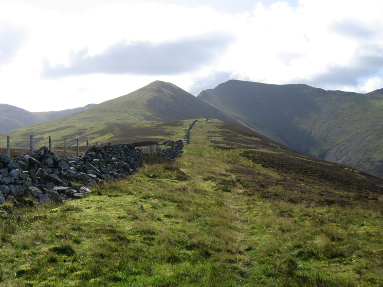 Looking along the long ridge to Ladyside Pike and Hopegill Head from Swinside
