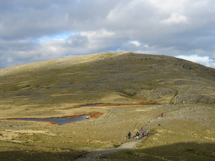 Heading past the tarns on the way to Brandreth