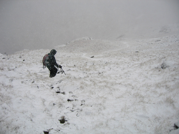 Descending to the col between Middle Fell and Seatallan