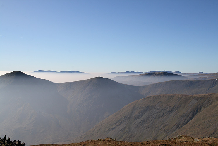 Ill Bell and Froswick with the Coniston fells & Crinkle Crags beyond, the Scafells behind Red Screes and Great Gable on the far right from Harter Fell