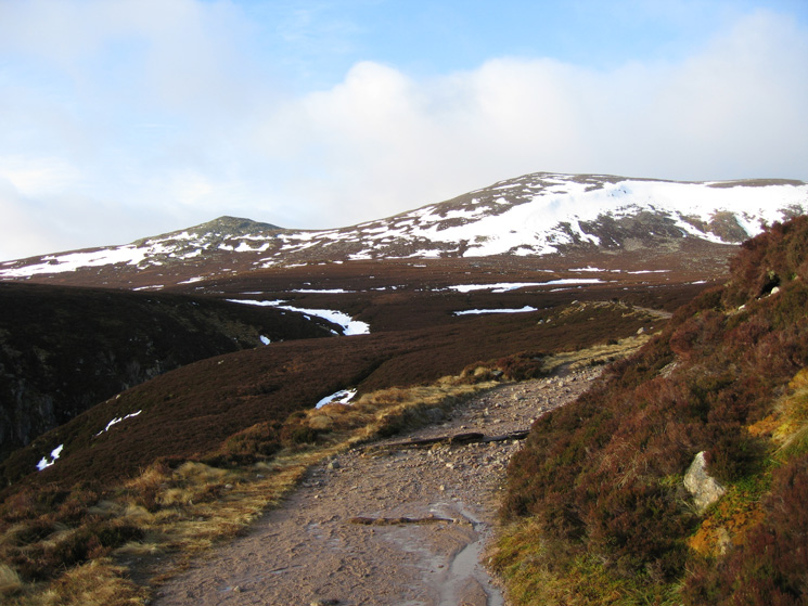 Little Pap and Cuidhe Crom from the vehicle track