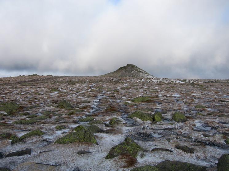 Looking ahead to Cac Carn Beag, Lochnagar's summit