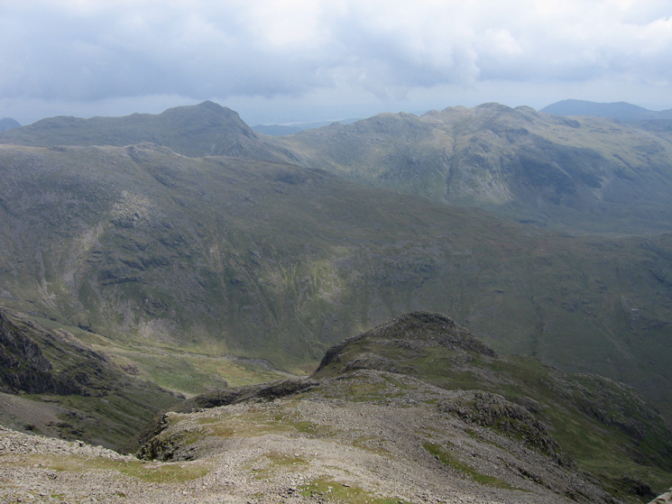 Looking over Pen to Bowfell and Crinkle Crags
