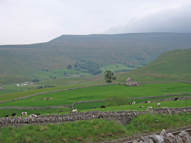 Looking across to Mallerstang Edge, it would be in cloud by the time I got there!