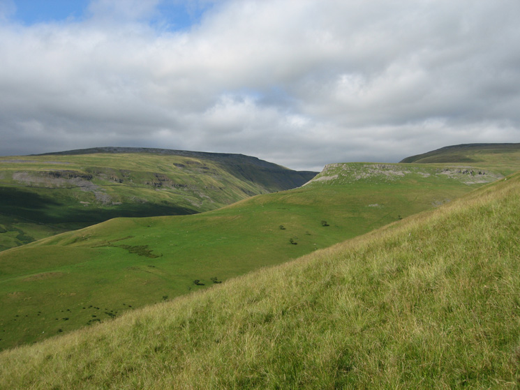 High Cup and Middletongue Crag
