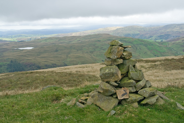 Cairn at spot height 555m the highest point on the horseshoe, a nameless top per Wainwright but called Ancrow Brow by Birkett
