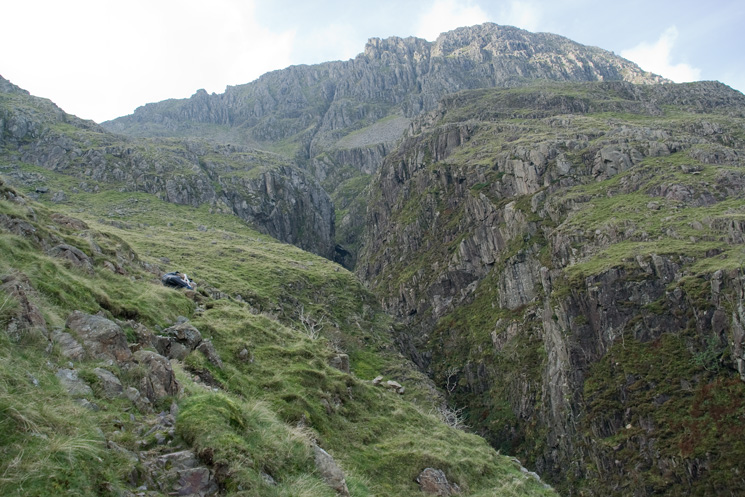 The path follows the left bank of Piers Gill