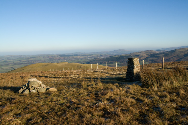 Fellbarrow's summit looking north to the grassy Hatteringill Head