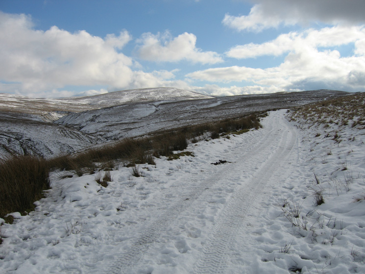 The way ahead, Hare Shaw is the high point, Tebay Gill on the left