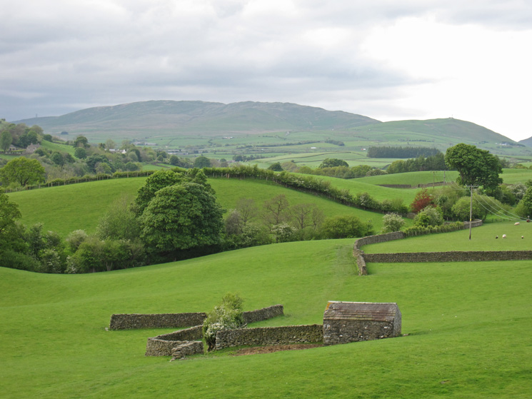 Barn on the way to Nether Bainbridge with the Whinfell ridge in the distance