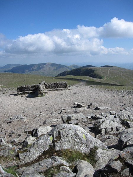 The cross shelter and south to Fairfield and Nethermost Pike