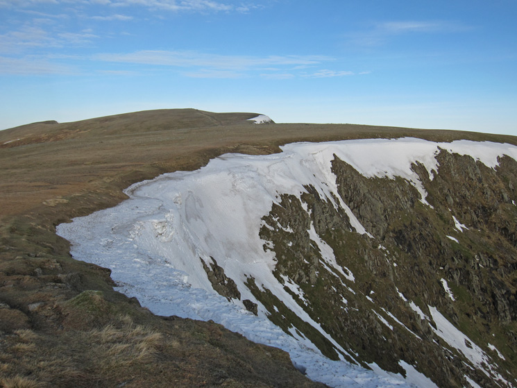 The remains of the cornice and the flat top of Nethermost Pike