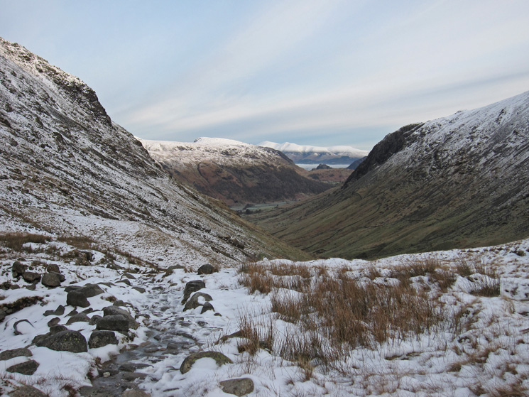 Looking back north as we get into the snow as we head up by Grains Gill