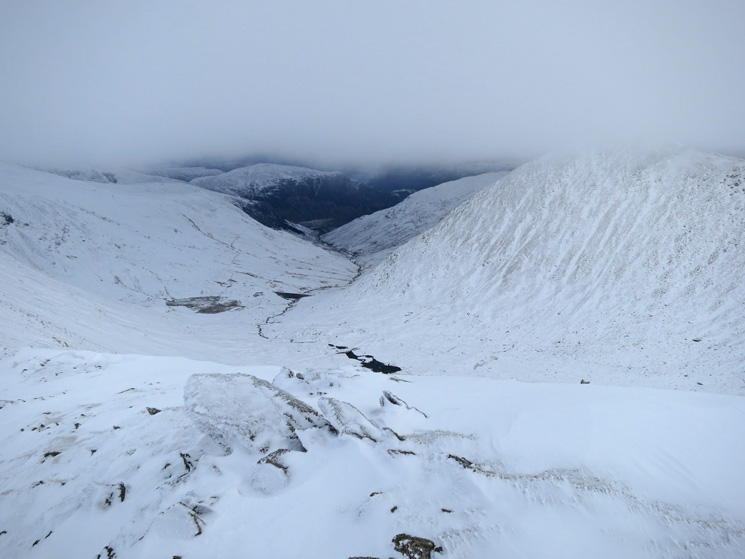 Towards Glenridding with the top of Catstycam now in cloud on the right